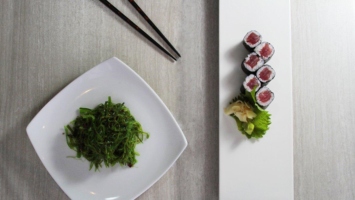 Tekka Tuna Roll with Seaweed Salad